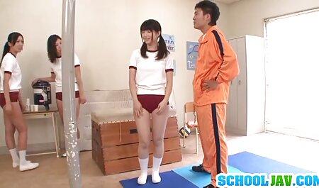 Erotik indah. seks belakang sekolah